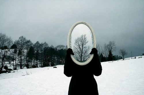 winter-reflection-mirror